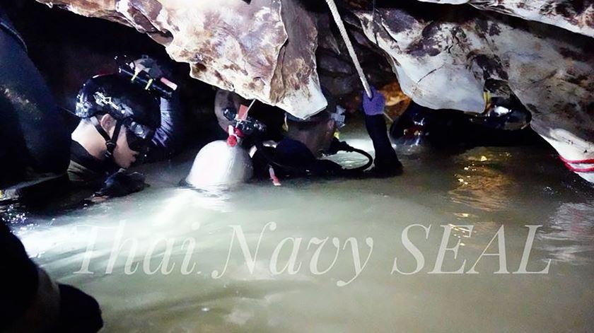 Os jovens ficaram presos a cerca de quatro quilómetros da entrada da gruta, Foto: Thai Navy Seal