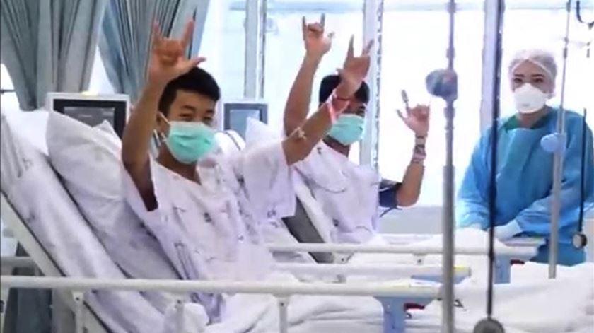 Tailândia. Jovens resgatados devem ter alta na quinta-feira