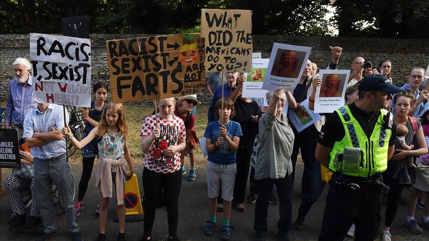 Donald Trump recebido com protestos em Londres Foto: EPA