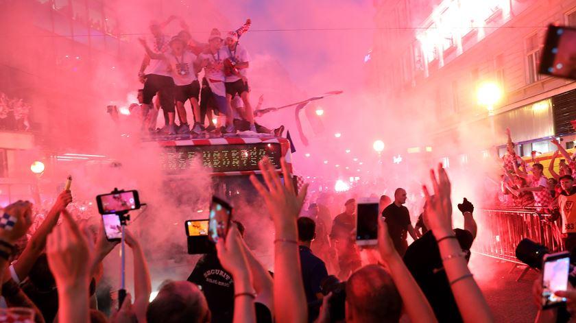 Recebidos como campeões. Jogadores da Croácia emocionados no regresso a casa