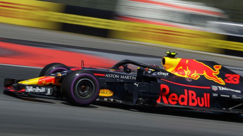 Verstappen ganha asas no Brasil. Foto: Valdrin Xhemaj/EPA