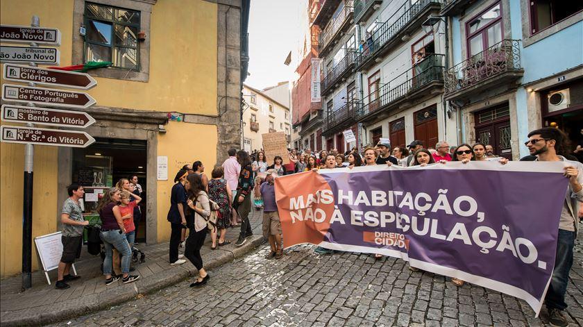 Lisboa. Cerca de 500 pessoas em protesto contra despejos de casas e bairros