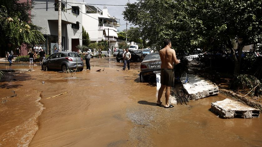 Depois dos incêndios, cheias na Grécia