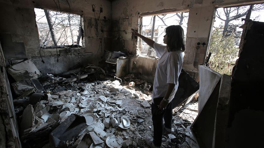 """Criticado por populares, ministro grego diz que construções ilegais """"agravaram o desastre"""""""