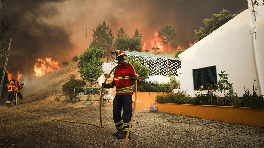 Quatro concelhos do distrito de Faro em risco máximo de incêndio