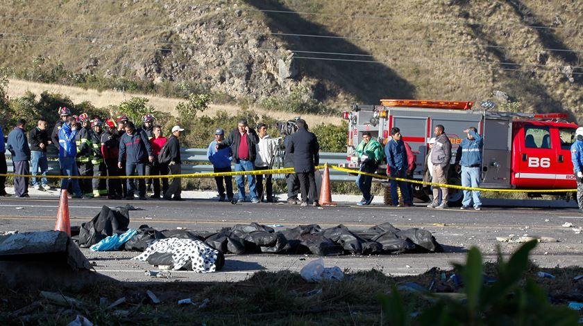 Equipas de socorro procuram vítimas nos escombros da ponte de Génova