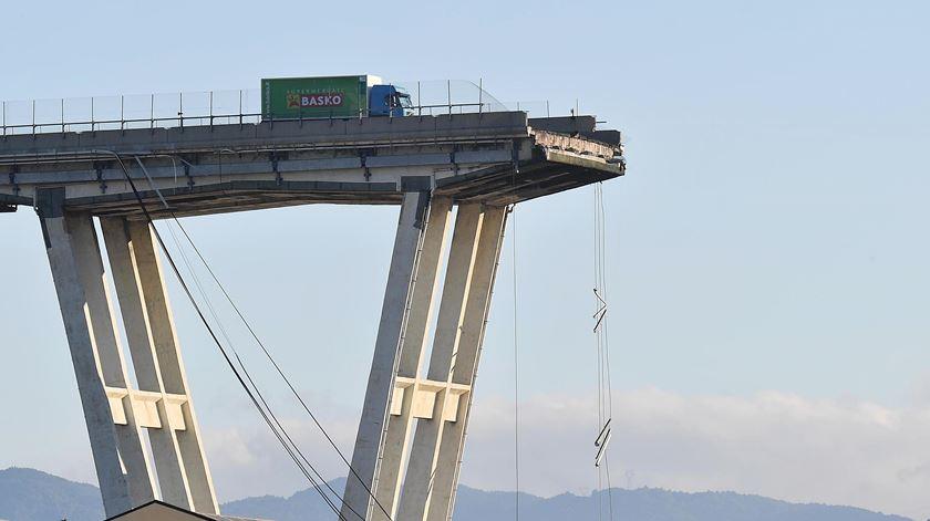 """""""Camião milagre"""" já foi retirado da ponte de Génova"""