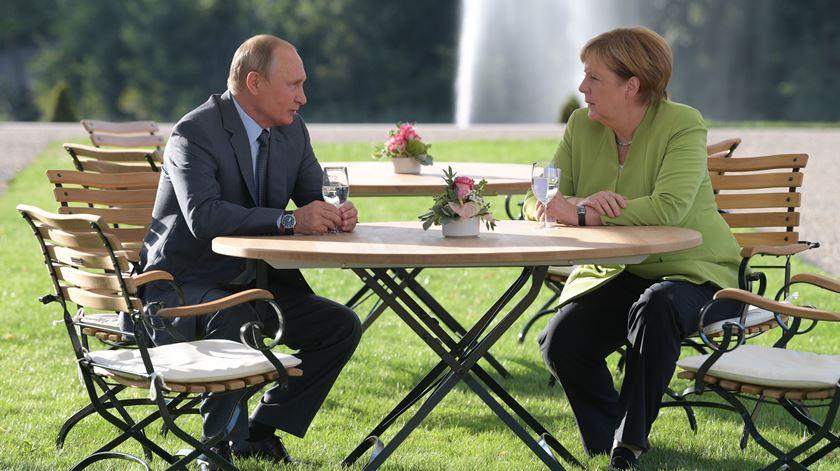 Putin e Merkel concordam sobre Ucrânia e Síria