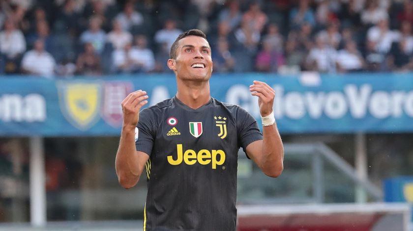 Ronaldo procura marcar o primeiro golo com a camisola da Juventus. Foto: Filippo Venezia/EPA