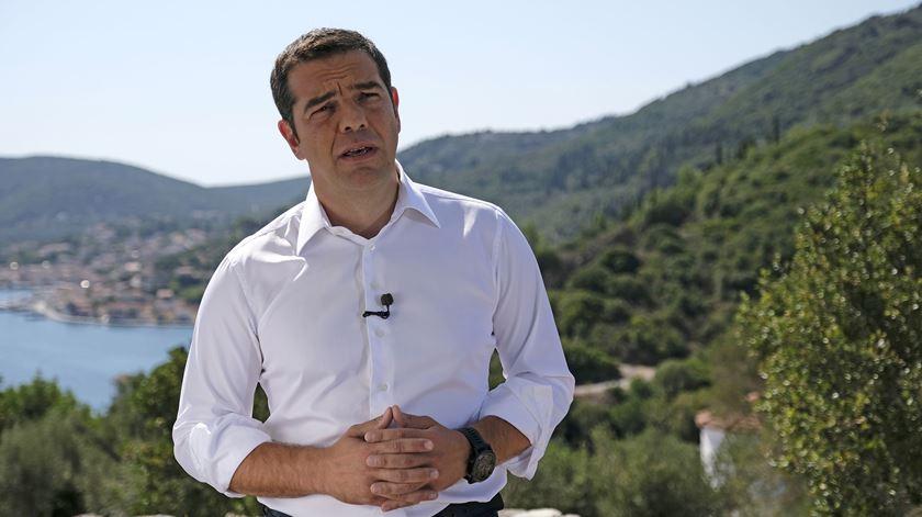 Tsipras anuncia descida de impostos na Grécia
