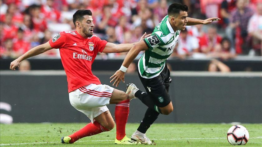 Benfica junta-se a Sporting e dá férias aos jogadores