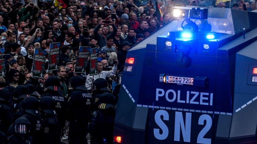 Manifestação de extrema direira em Chemnitz na Alemanha. Foto: Filip Singer/EPA