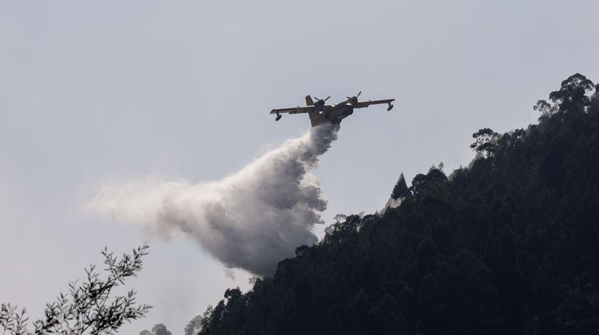 Tabuaço. Fogo continua ativo e já consumiu 200 hectares