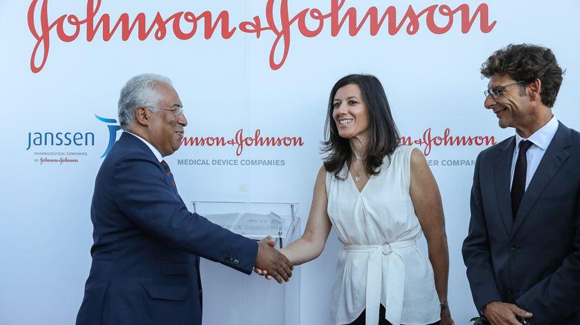 António Costa visitou a filial portuguesa da Janssen, companhia farmacêutica do Grupo Johnson & Johnson Foto: Miguel A. Lopes/Lusa