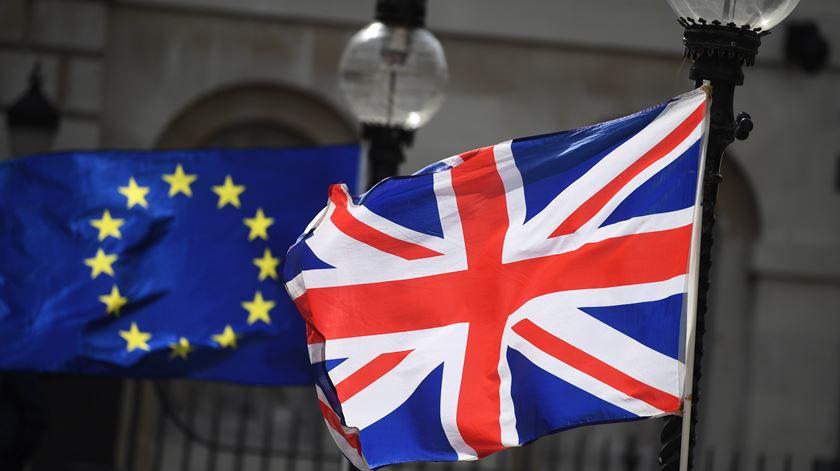 "O acordo do ""Brexit"" adiado"
