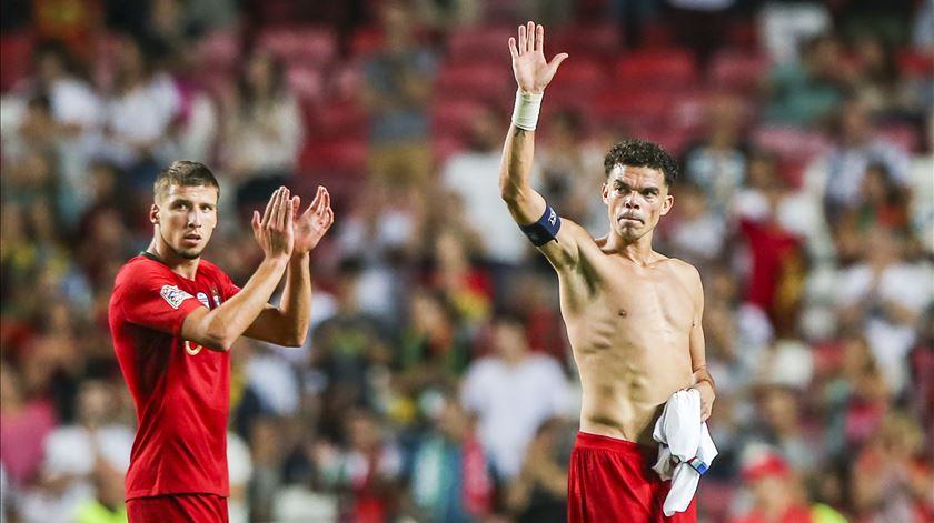 Pepe. Homem dos 100 jogos sorri quando olha para o futuro de Portugal