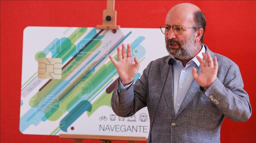Ministro do Ambiente na apresentação dos novos passes Navegante. Foto: Miguel A. Lopes/Lusa