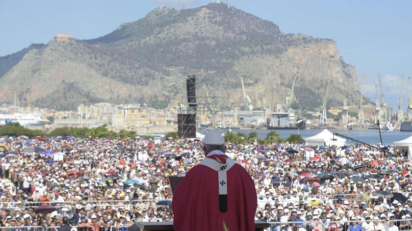 Papa na Sicília com críticas à máfia e mensagens para o interior da Igreja