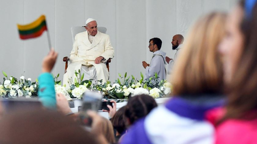 Primeiro dia do Papa na Lituânia com apelos à solidariedade e um desafio aos jovens