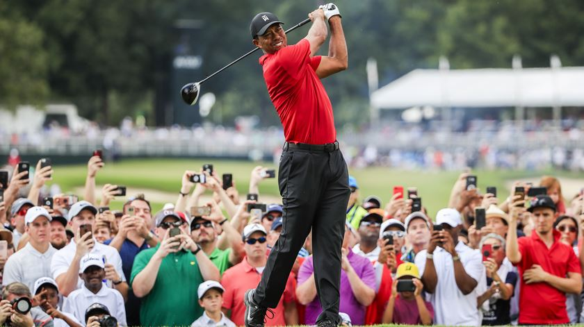 Tiger regressa aos triunfos no golfe... 5 anos depois
