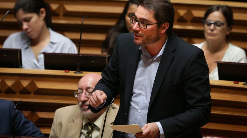 Tensão entre PCP e BE por causa dos 800 milhões de euros anunciados para o SNS