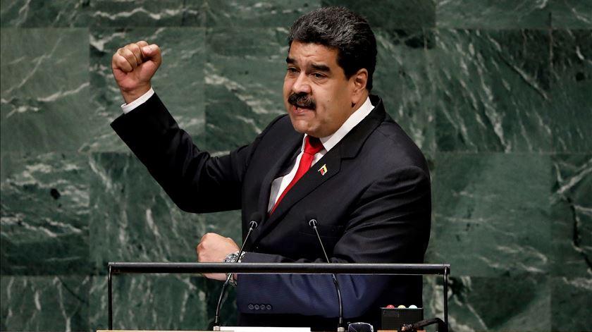 Maduro acusa EUA de se aproveitarem da crise humanitária na Venezuela