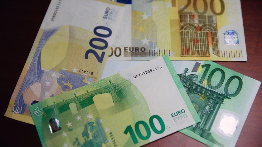 Conheça as novas notas de 100 e 200 euros