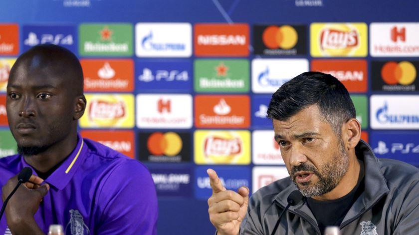 """Danilo """"pode jogar, pode não jogar, pode ficar na bancada"""", diz o treinador. Foto: Estela Silva/Lusa"""