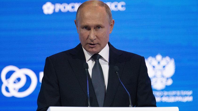 """Putin chama """"escumalha"""" e """"traidor da pátria"""" ao ex-espião Skripal"""