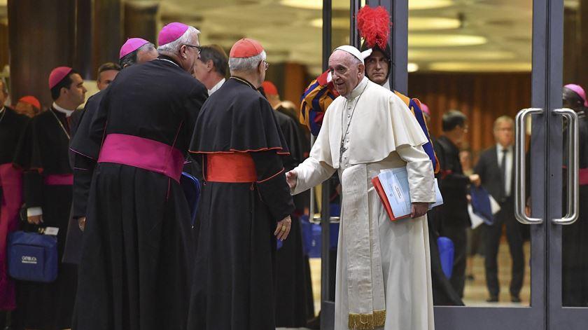 """Papa: """"Face a tantas e tão dolorosas falhas conjugais, a Igreja é chamada a viver a sua presença de caridade"""""""