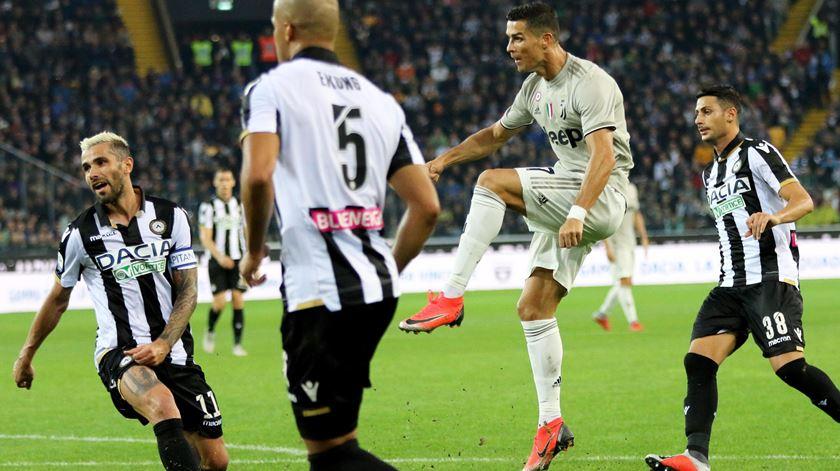 Cristiano Ronaldo marca Udinese. Foto: Stefano Lancia/EPA