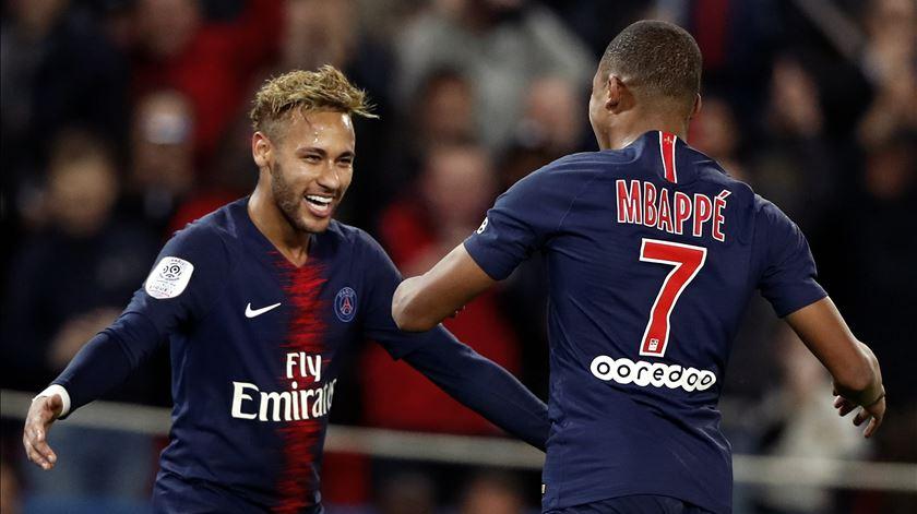 Neymar marcou três golos no jogo frente ao Estrela Vermelha. Foto: Ian Langsdon/EPA