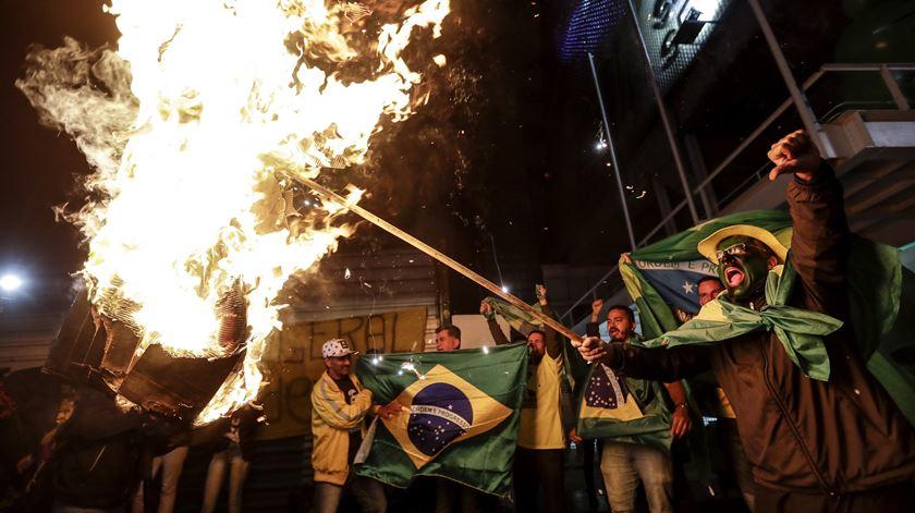 Em São Paulo, vários apoiantes de Bolsonaro saíram à rua em protesto contra o voto eletrónico. Foto: Sebastião Moreira/EPA
