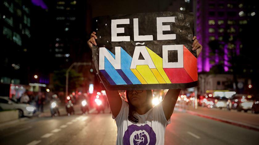 """""""Ele Não"""". Milhares nas ruas de São Paulo para gritar contra Bolsonaro"""