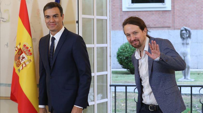 """Sánchez pede """"ajuda"""" à direita para governar, ouve um """"não"""" e depende agora... da extrema-esquerda"""