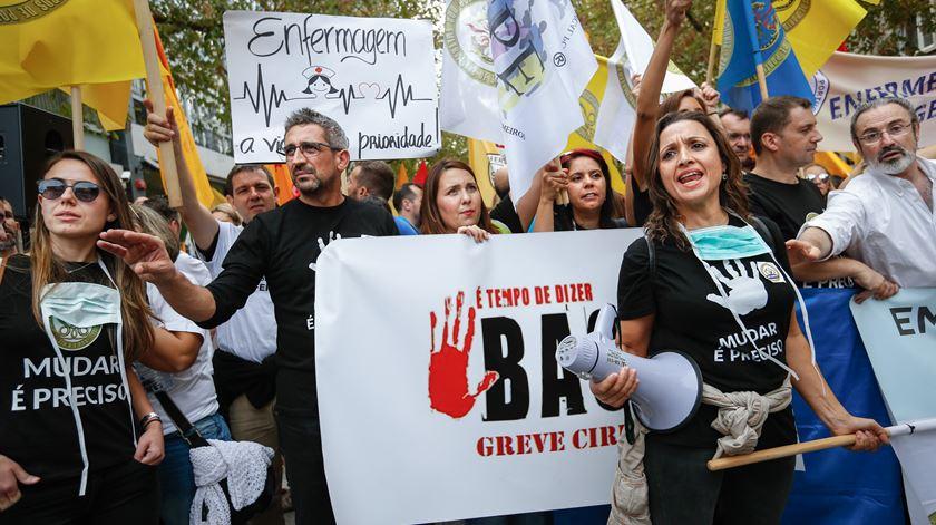 Sindicatos mantêm greve dos enfermeiros apesar de parecer da PGR