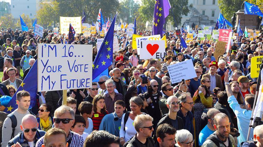 Milhares marcham em Londres por um novo referendo ao Brexit