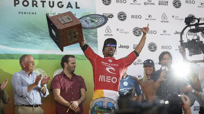 Surf, Ítalo Ferreira vence em Peniche. Foto: José Sena Goulão/EPA