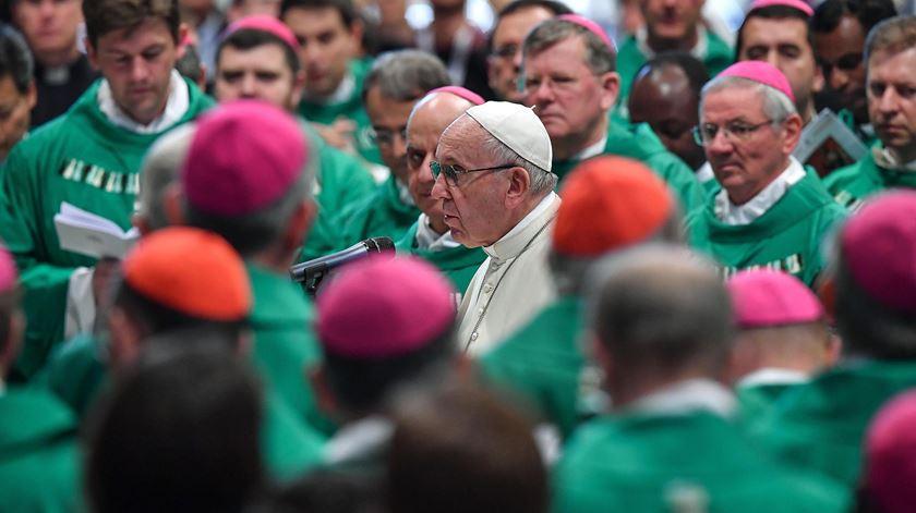 O Papa recebeu os bispos e jovens que integraram a peregrinação. Foto: Alessandro Di Meo/EPA