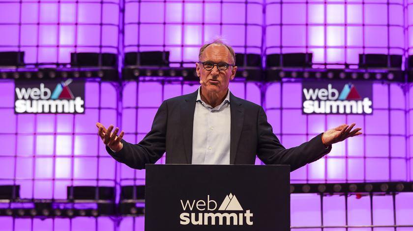 Tim Berners-Lee quer dar ao utlizador oportunidade de escolher onde é que a sua informação é guardada e que pessoas ou grupos têm acesso a certos tipos de dados. Foto: José Sena Goulão/Lusa