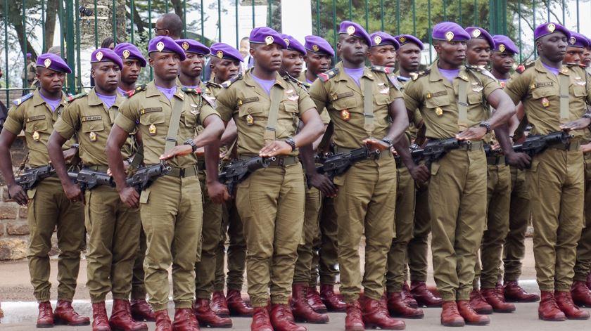 As forças armadas dos Camarões estão envolvidas no combate a grupos separatistas. Foto: Etienne Mainimo/EPA