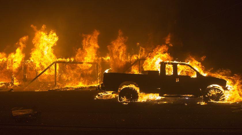 Incêndios na Califórnia não foram esquecidos pelo Papa Francisco. Foto: Peter da Silva/EPA