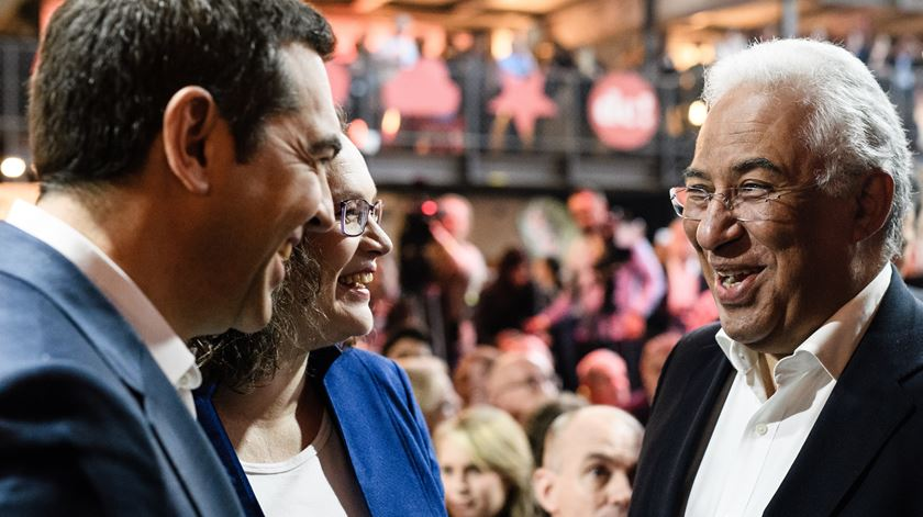 António Costa com Tsipras e Andrea Nahles. Foto: Clemens Bilan/EPA