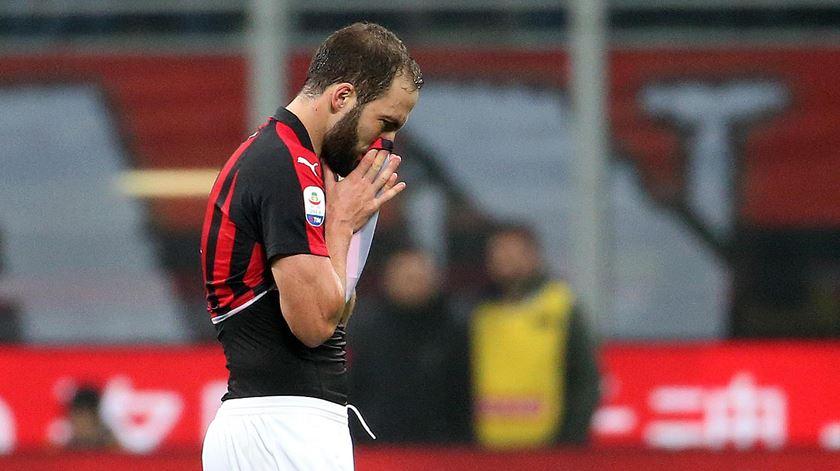 UEFA ameaça suspender AC Milan da competições europeias