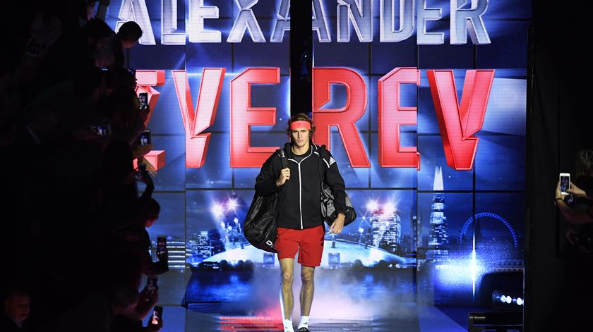 "Zverev derrota Djokovic e conquista ""Masters"""