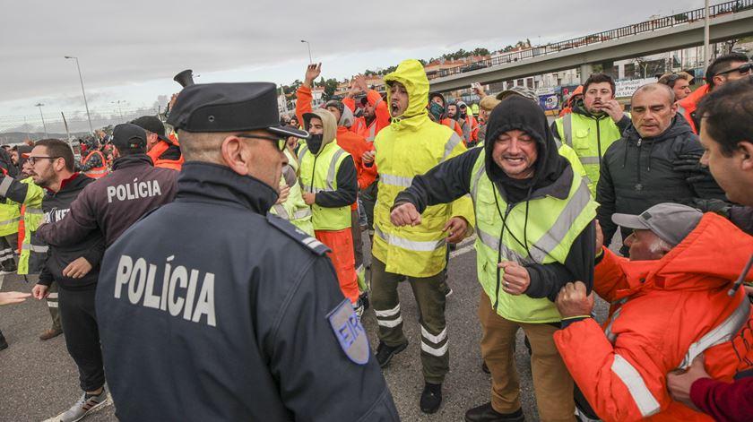 """Governo aplaude """"vontade"""" de sindicato e operadores em resolver conflito no Porto de Setúbal"""