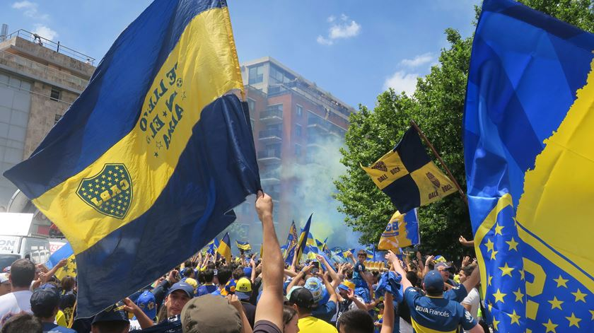 Adeptos do Boca Juniors. Foto: Javier Caamaño/EPA