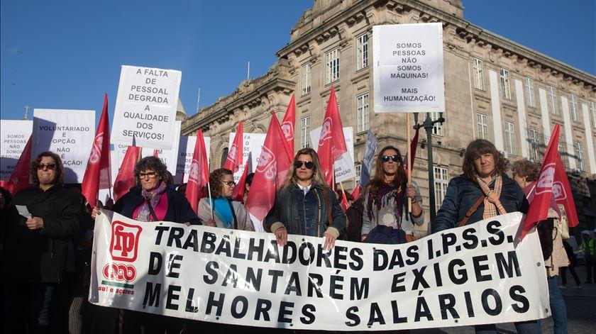 Trabalhadores das IPSS fazem greve para pedir aumento mínimo de 35 euros