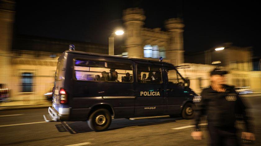 Três agentes da PSP agredidos em Loures enquanto dispersavam grupo de pessoas