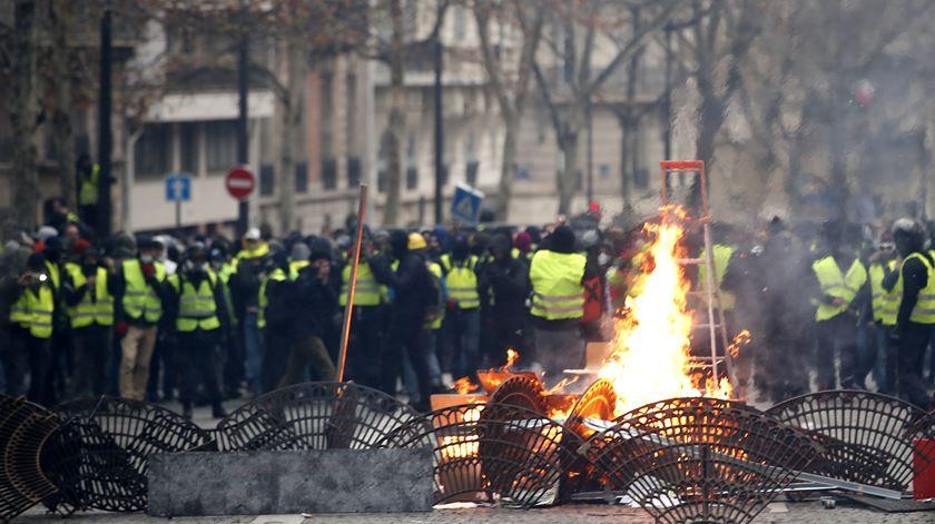 Protesto dos coletes amarelos em Paris vai ser replicado em Portugal. Foto: EPA